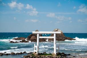 二見ヶ浦の夫婦岩 福岡の写真素材 [FYI04145260]