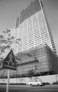 新宿副都心・建設中の京王プラザホテルの写真素材 [FYI04145513]