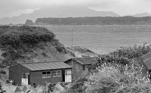 間々下浦より、式根島と神津島の写真素材 [FYI04145653]
