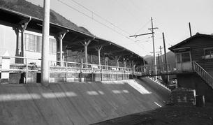 奥多摩,青梅線奥多摩駅,駅前の写真素材 [FYI04145859]