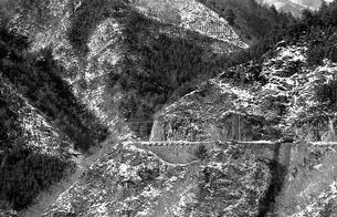 奥多摩,丹波山村お祭,深山を往く青梅街道の写真素材 [FYI04145893]