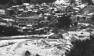 奥多摩,厳冬の丹波山村中心地の写真素材 [FYI04145904]