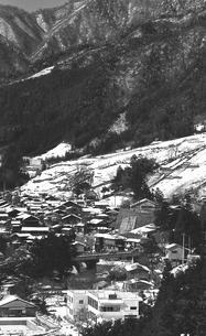 奥多摩,厳冬の丹波山村中心地の写真素材 [FYI04145905]