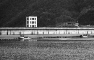 奥多摩湖,小河内ダムの写真素材 [FYI04145987]