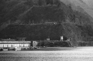 奥多摩湖,小河内ダムの写真素材 [FYI04145988]