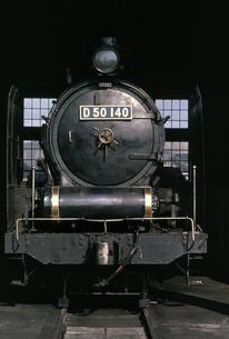 梅小路蒸気機関車館の写真素材 [FYI04146123]