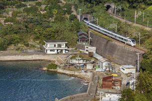 日本の鉄道、紀勢本線、特急くろしお号の写真素材 [FYI04151389]