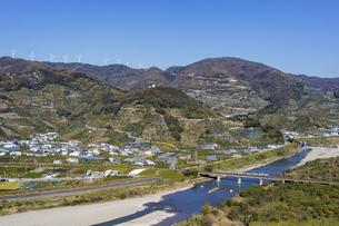 日本の風景、有田川と紀勢本線の写真素材 [FYI04152486]