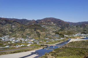 日本の風景、有田川と紀勢本線の写真素材 [FYI04152491]