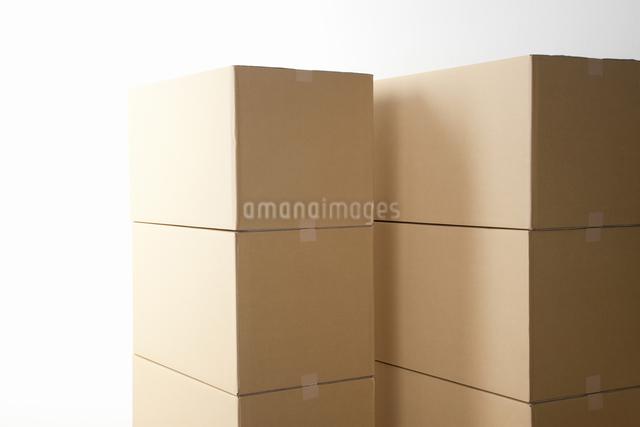 積み上がった段ボールの写真素材 [FYI04153489]