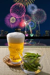 ビールと花火の写真素材 [FYI04154148]