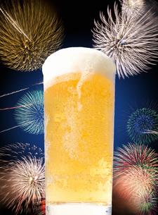 ビールと花火の写真素材 [FYI04154153]