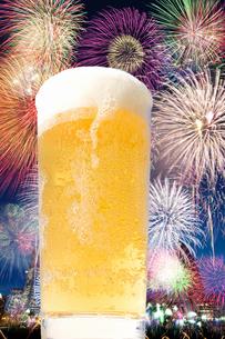 ビールと花火の写真素材 [FYI04154154]