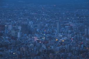 藻岩山から見える札幌市街の写真素材 [FYI04158062]