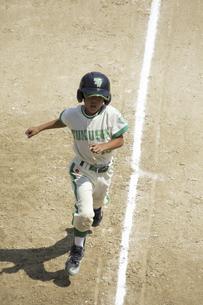 少年野球ランナーの写真素材 [FYI04158643]
