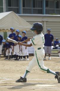 少年野球のバッターの写真素材 [FYI04158658]