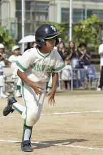 少年野球ランナーの写真素材 [FYI04158661]