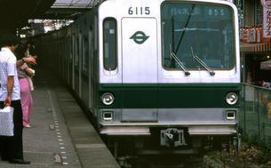 常磐線 相互乗り入れ地下鉄千代田線車両の写真素材 [FYI04160775]