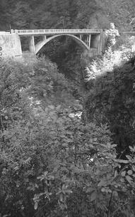 晩秋の丹波山村の写真素材 [FYI04161034]