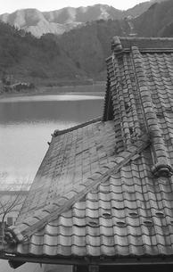 奥多摩湖 湖畔の村 鴨沢の写真素材 [FYI04161049]