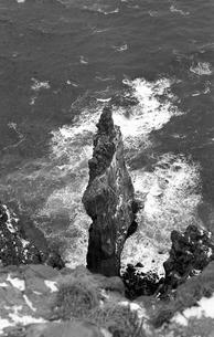 厳冬の天売島・赤岩の写真素材 [FYI04161377]