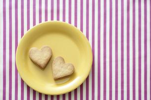 ハート型のクッキーの写真素材 [FYI04162330]