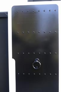 蔵の扉の写真素材 [FYI04162490]