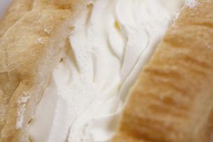 ホイップクリームパンの写真素材 [FYI04163425]