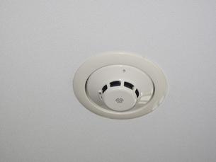 マンション天井のスプリンクラーの写真素材 [FYI04165331]