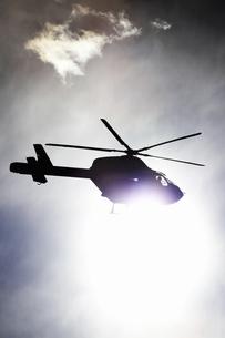 ジェットヘリのシルエットの写真素材 [FYI04165452]