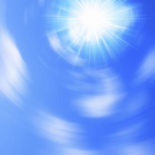 青空と太陽回転ボケの写真素材 [FYI04165881]