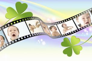 フィルムに写った赤ちゃんの写真素材 [FYI04167765]