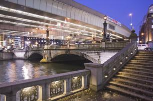 夜の日本橋の写真素材 [FYI04168178]