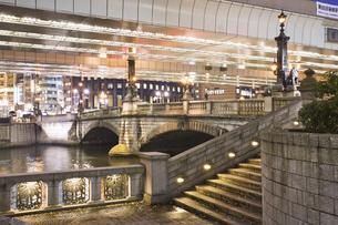 夜の日本橋の写真素材 [FYI04168180]