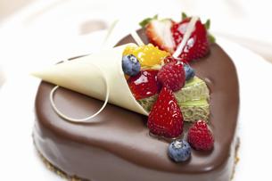 ハートのチョコケーキの写真素材 [FYI04170844]