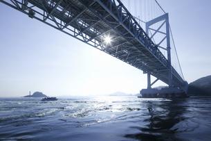 大鳴門橋と鳴門海峡の写真素材 [FYI04171298]
