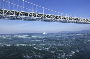 大鳴門橋と鳴門海峡の写真素材 [FYI04171299]