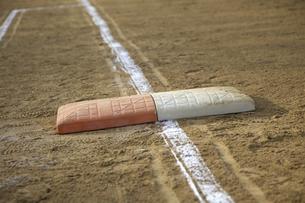 1塁ベースの写真素材 [FYI04171428]