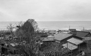 信越本線車窓から見る日本海・柏崎附近の写真素材 [FYI04172138]