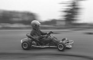 カートサーキットを走るの写真素材 [FYI04172507]
