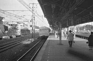 中央線信濃町駅ホームの写真素材 [FYI04172560]