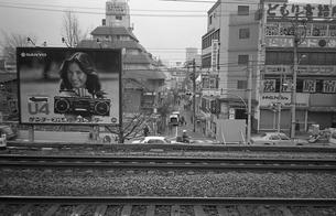 原宿・原宿駅ホームより見る竹下通りの写真素材 [FYI04172587]
