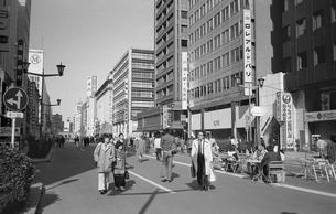 日本橋・歩行者天国の写真素材 [FYI04172627]