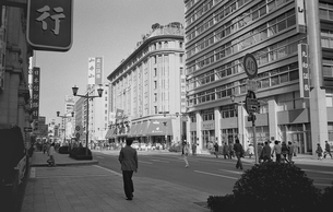 日本橋・歩行者天国の写真素材 [FYI04172630]