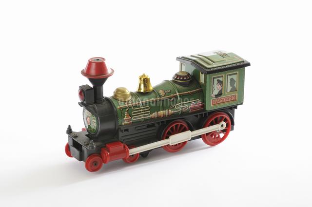 ブリキのおもちゃ機関車の写真素材 [FYI04173528]