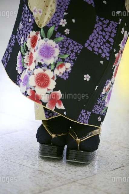 着物姿の女性の足の写真素材 [FYI04173742]