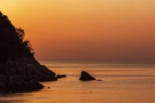 日本の風景、和歌山、衣奈漁港夕景の写真素材 [FYI04175256]