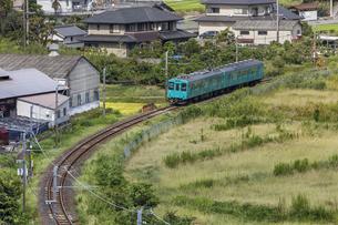 日本の鉄道、和歌山線105系の写真素材 [FYI04175969]