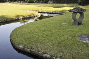 岡山後楽園の水路の写真素材 [FYI04176153]