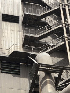 工場の非常階段の写真素材 [FYI04176529]